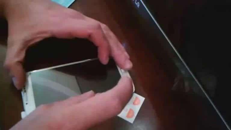 Как клеить стекло на телефон